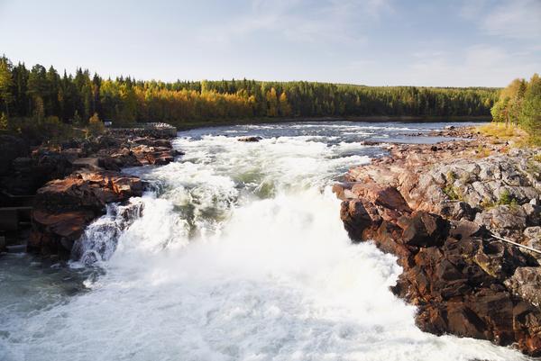 ett stort vattenfall